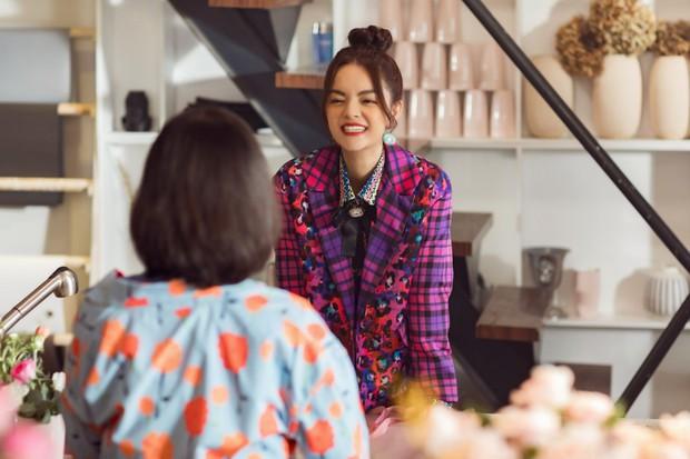 Tạm biệt một Phạm Quỳnh Anh buồn bã, chị đã trở lại yêu đời, cùng Trang Hý lên kế hoạch cua trai trong MV mới nhất - Ảnh 7.