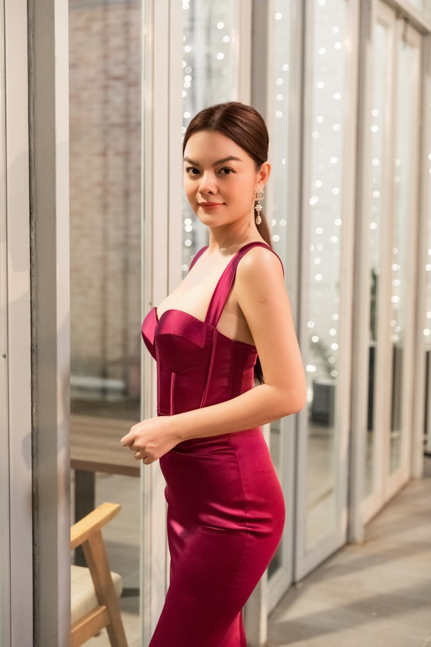 Tạm biệt một Phạm Quỳnh Anh buồn bã, chị đã trở lại yêu đời, cùng Trang Hý lên kế hoạch cua trai trong MV mới nhất - Ảnh 13.