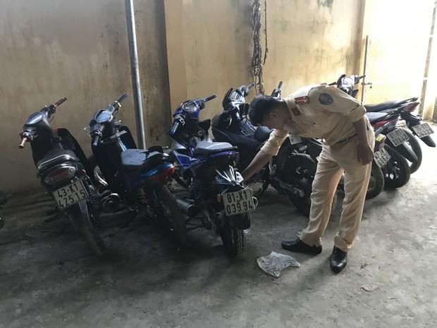 CSGT chặn bắt hàng chục quái xế hẹn nhau qua Facebook rồi tổ chức đua xe ở Đà Nẵng - Ảnh 2.