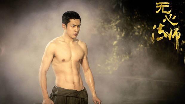 5 nam thần Hoa Ngữ xuống tóc vì nghiệp diễn: Dịch Dương Thiên Tỉ đầu gấu ăn đứt Trần Phi Vũ - Ảnh 15.