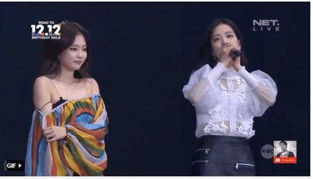 """Idol Kpop hớ hênh trên sân khấu vì váy áo cũn cỡn: HyunA liên tục """"lộ hàng"""" chưa sốc bằng cựu thành viên SeeYa từng hở trọn vòng 1 - Ảnh 11."""