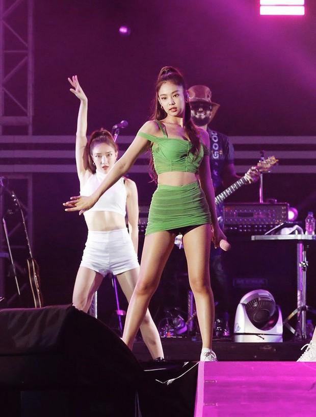 Vấn nạn hớ hênh của idol nữ Kpop: Jennie và nữ thần nhà SM bỗng thành nạn nhân, nhưng chưa thảm như Seolhyun - Ảnh 5.