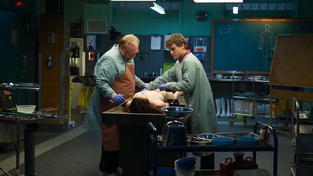 Tìm hiểu 21 bước của quy trình pháp y khám nghiệm tử thi phục vụ điều tra và những sự thật khiến nhiều người rợn tóc gáy - Ảnh 2.