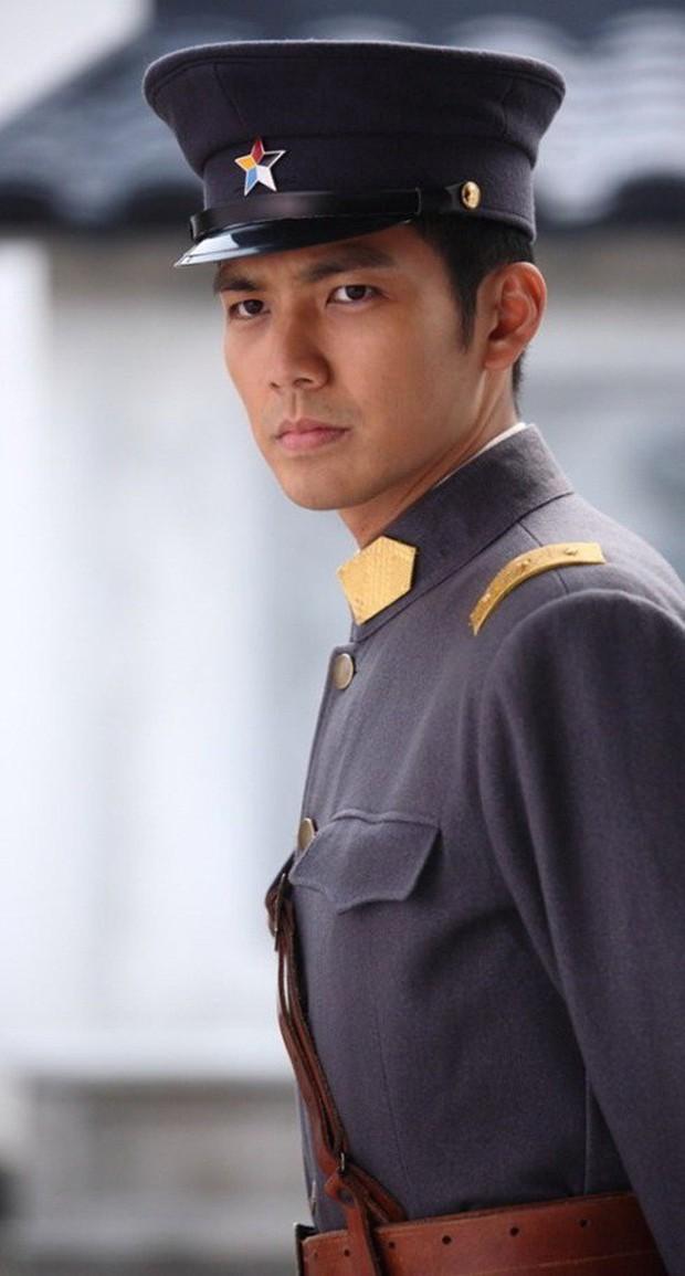 Loạt nam nhân mặc quân phục đẹp nhức nách: Đáng chú ý nhất là cả dàn trai trẻ chẳng ai xô đổ được ông chú Chung Hán Lương! - Ảnh 22.