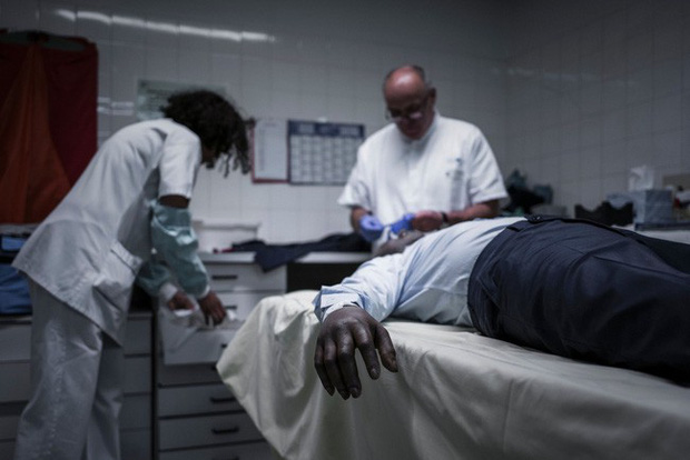 Tìm hiểu 21 bước của quy trình pháp y khám nghiệm tử thi phục vụ điều tra và những sự thật khiến nhiều người rợn tóc gáy - Ảnh 3.