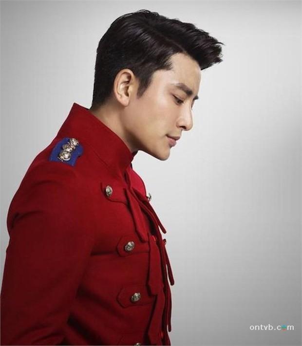 Loạt nam nhân mặc quân phục đẹp nhức nách: Đáng chú ý nhất là cả dàn trai trẻ chẳng ai xô đổ được ông chú Chung Hán Lương! - Ảnh 17.
