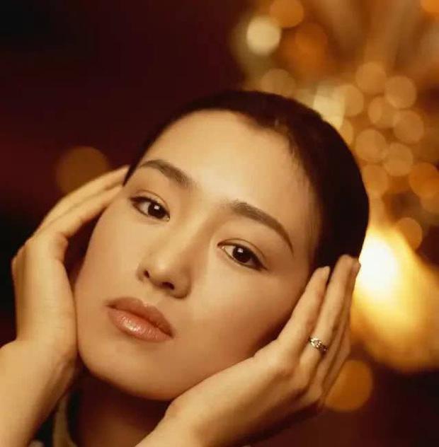 Cbiz chỉ mình Củng Lợi được báo chí phương Tây ca ngợi là Mỹ nhân đẹp nhất phương Đông, Lâm Thanh Hà ghen tị ra mặt - Ảnh 4.