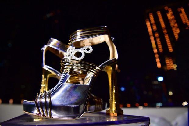 """""""Thánh nữ hàng hiệu"""" Ngọc Trinh có chi bạo đến đâu chắc cũng phải choáng váng khi nhìn giá đôi giày đắt nhất thế giới - Ảnh 5."""