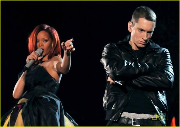 Từng hợp tác làm nhạc cực kì thân thiết là thế, cớ sao Eminem lại ủng hộ Chris Brown, đòi đấm vào mặt Rihanna thế này? - Ảnh 6.