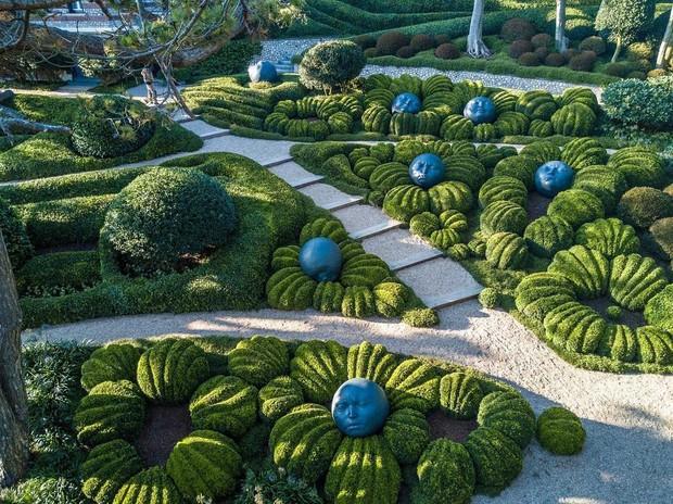 Chớ dại mà đến khu vườn kỳ dị này ở Pháp vào buổi đêm kẻo bị dọa cho hồn bay phách lạc - Ảnh 3.