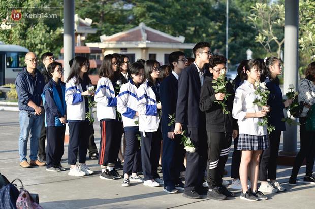 Tang lễ con gái đạo diễn Đỗ Đức Thành: Cầm nhành hoa trắng trên tay, tạm biệt nhé thiên thần 20 tuổi! - Ảnh 9.