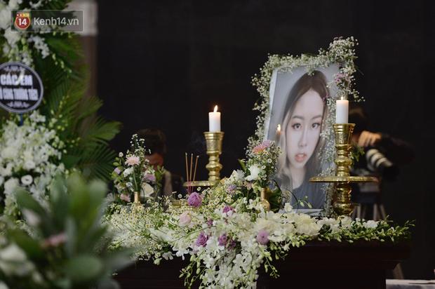 Tang lễ con gái đạo diễn Đỗ Đức Thành: Cầm nhành hoa trắng trên tay, tạm biệt nhé thiên thần 20 tuổi! - Ảnh 10.