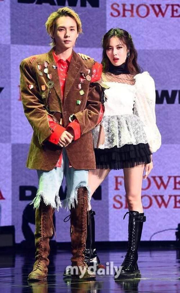 Showcase khiến FA phát hờn của HyunA và EDawn: Miệng tuyên bố đối đầu nhưng ôm ấp tình tứ ngay trên sân khấu - Ảnh 3.