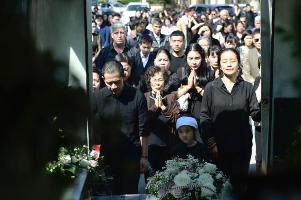 Tang lễ con gái đạo diễn Đỗ Đức Thành: Cầm nhành hoa trắng trên tay, tạm biệt nhé thiên thần 20 tuổi! - Ảnh 16.