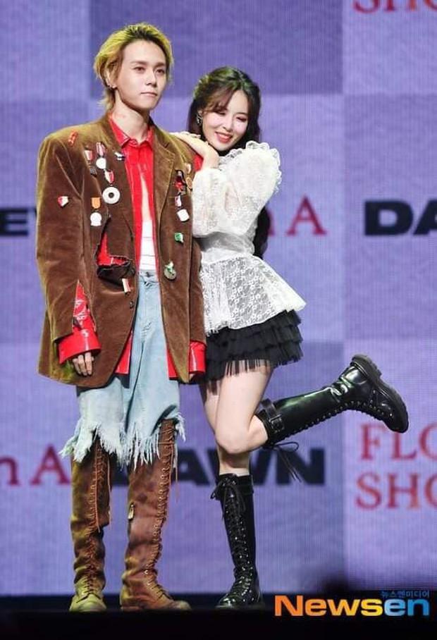 Showcase khiến FA phát hờn của HyunA và EDawn: Miệng tuyên bố đối đầu nhưng ôm ấp tình tứ ngay trên sân khấu - Ảnh 4.