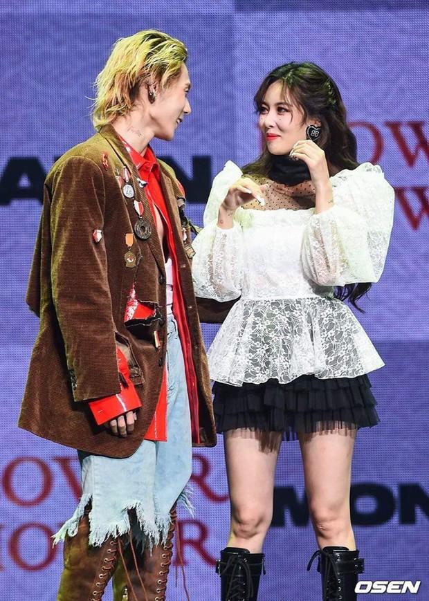Showcase khiến FA phát hờn của HyunA và EDawn: Miệng tuyên bố đối đầu nhưng ôm ấp tình tứ ngay trên sân khấu - Ảnh 2.
