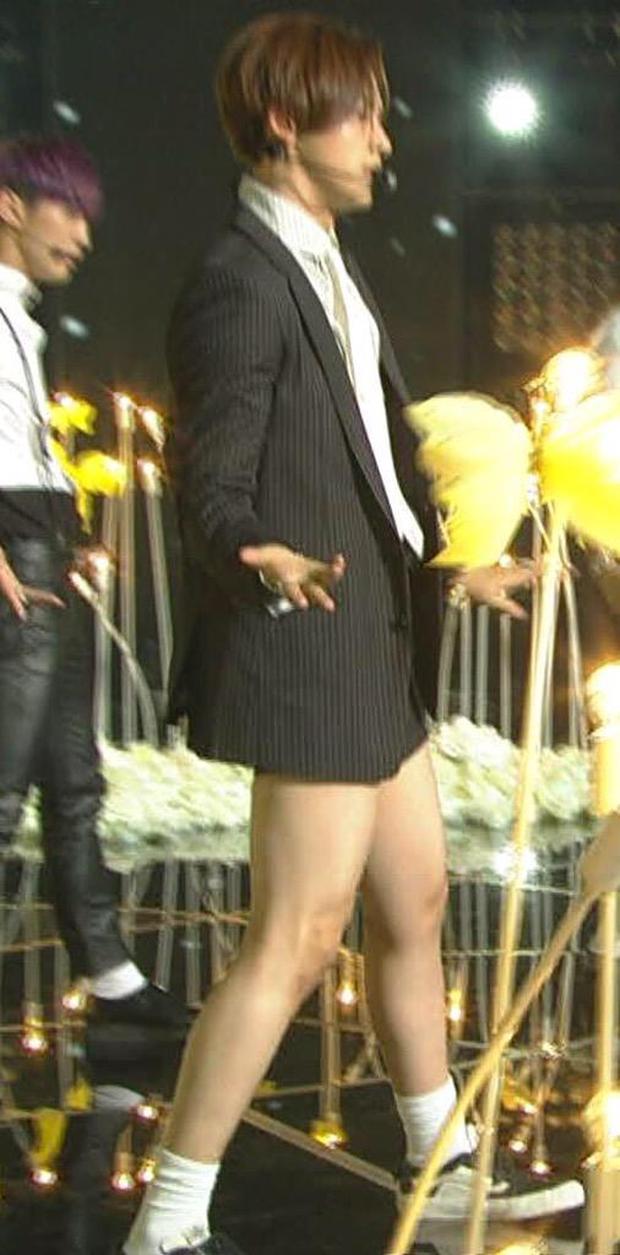 Những nam thần tượng gây sốc khi mặc quần đùi ngắn biểu diễn: BTS có sân khấu huyền thoại, mỹ nam B1A4 như diện quần tàng hình - Ảnh 5.