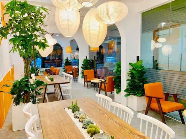 Giới trẻ Sài Gòn ùn ùn xếp hàng dài chờ check-in không gian trà bánh mới của Le Castella Young - Ảnh 4.