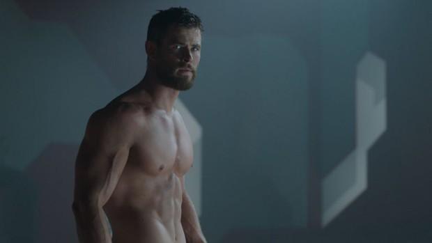 9 cảnh quay khiến diễn viên từ cáu tiết đến sợ hãi: Thor phát ngán việc cởi đồ, Harley Quinn nghẹt thở trong bể sơn - Ảnh 6.