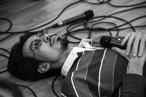 Đen Vâu nằm vật ra giữa sàn để rap, ráo riết tập luyện chuẩn bị cho liveshow kỉ niệm 10 năm theo đuổi âm nhạc - Ảnh 3.