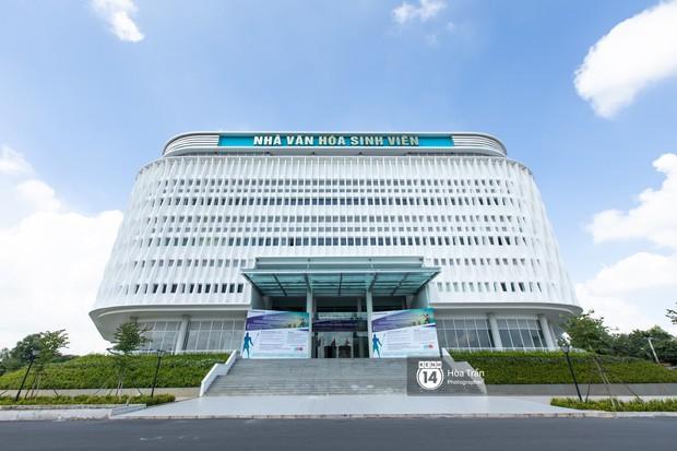 Khám phá Ngôi nhà hình lục giác trị giá hơn 400 tỷ đồng đang làm mưa làm gió sinh viên Sài Gòn - Ảnh 1.