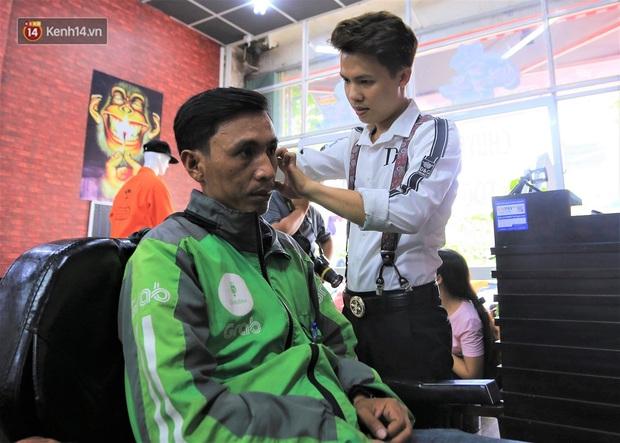 """Chàng trai hớt tóc miễn phí ở Đà Nẵng: """"Tôi đi lên từ nghèo khó, nên muốn lấy sức mình giúp lại người nghèo - Ảnh 3."""