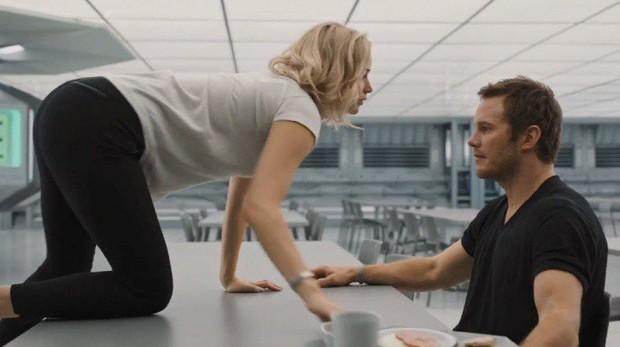 9 cảnh quay khiến diễn viên từ cáu tiết đến sợ hãi: Thor phát ngán việc cởi đồ, Harley Quinn nghẹt thở trong bể sơn - Ảnh 3.