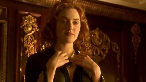 9 cảnh quay khiến diễn viên từ cáu tiết đến sợ hãi: Thor phát ngán việc cởi đồ, Harley Quinn nghẹt thở trong bể sơn - Ảnh 1.