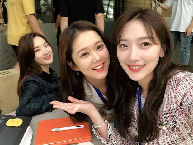 Loạt phim hot dính phốt bóc lột lao động, Vị Khách VIP của Jang Na Ra được khen hết lời vì giới hạn giờ làm cho nhân viên - Ảnh 3.