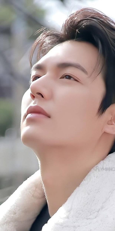 Sau thời gian bị chê tăng cân, Lee Min Ho tái xuất với nhan sắc đẹp đến từng milimet - Ảnh 1.