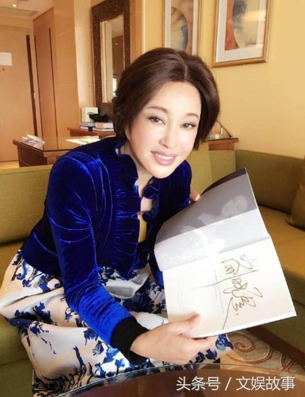Võ Tắc Thiên Lưu Hiểu Khánh: Tỷ phú nức tiếng, 4 đời chồng, yêu trai trẻ nhưng không con cái - Ảnh 4.