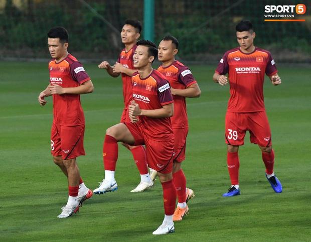 Người Thái cảnh báo cầu thủ Việt Nam quá tự tin chơi đòn tâm lý trước truyền thông - Ảnh 2.