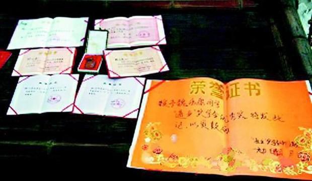 Cuộc đời thần đồng Trung Quốc bị hủy hoại vì sự bao bọc của người mẹ: 17 tuổi đã học thạc sĩ nhưng ăn phải có người đút, đánh răng cũng tận giường - Ảnh 3.