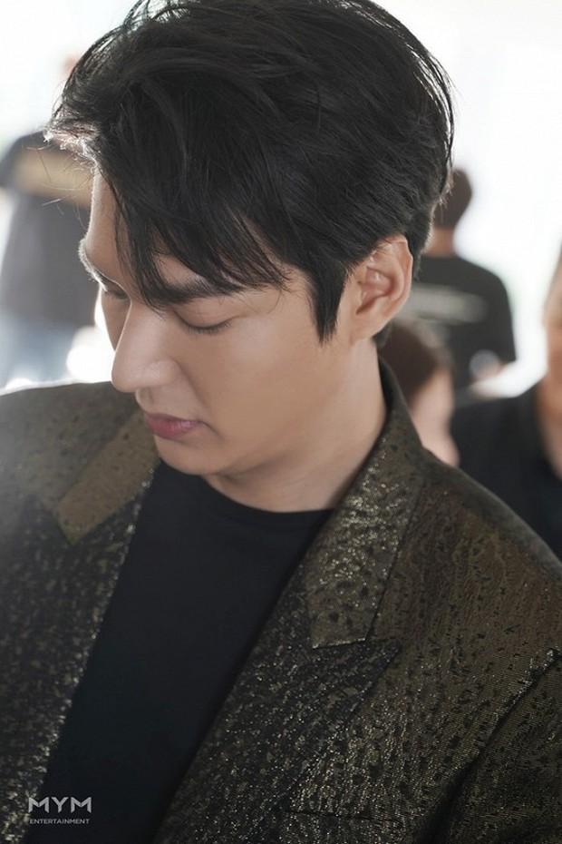 Sau thời gian bị chê tăng cân, Lee Min Ho tái xuất với nhan sắc đẹp đến từng milimet - Ảnh 4.