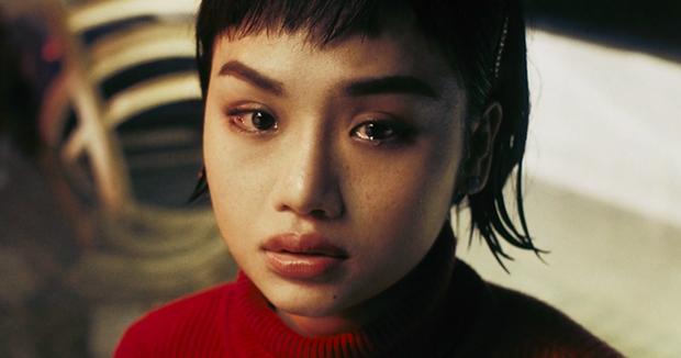 Từ Chi Pu, Miu Lê đến Hương Giang, dù xinh đẹp tận tâm ra sao cũng vẫn chịu số phận trong MV éo le chẳng khác gì dàn diễn viên nữ Hoa hồng trên ngực trái - Ảnh 10.