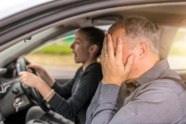 Trượt lý thuyết lái xe đến 27 lần, người đàn ông chi đậm 15 triệu thuê người thi hộ nhưng vẫn không tránh được số mệnh - Ảnh 2.