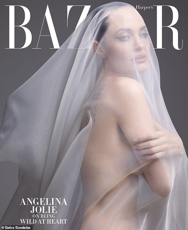 Angelina Jolie khoe body đẹp ná thở với bộ ảnh nude 100% ở tuổi 44, tiết lộ mâu thuẫn với Brad Pitt thuở còn mặn nồng - Ảnh 1.