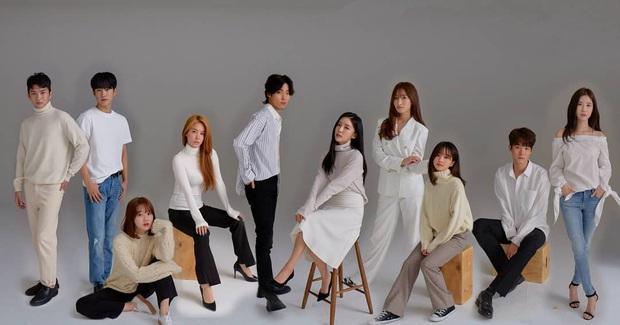 Một ứng viên cho nhóm nữ mới nhà SM từng xuất hiện trong MV của BTS bất ngờ rút lui, đường đua debut còn những thực tập sinh tiềm năng nào? - Ảnh 2.