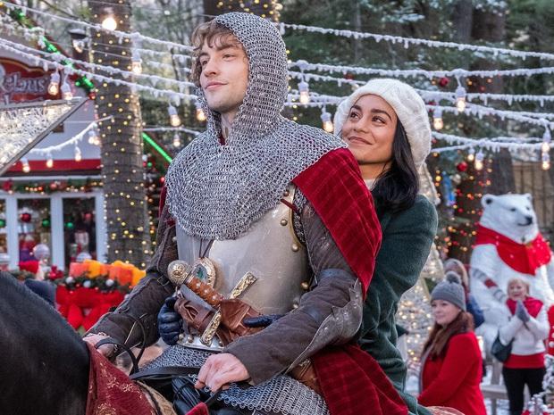 Phim Giáng Sinh 2019: Mẹ rồng cặp kè soái ca gốc Á, Disney tung hàng cạnh tranh Netflix - Ảnh 5.