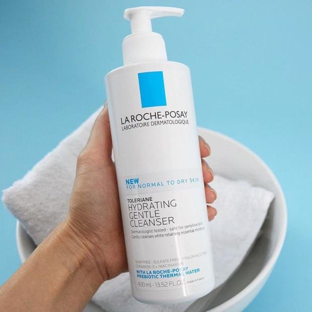 Da sẽ đẹp lên ngay từ bước làm sạch nếu bạn chọn chuẩn sữa rửa mặt mềm ẩm trong mùa hanh khô này  - Ảnh 2.