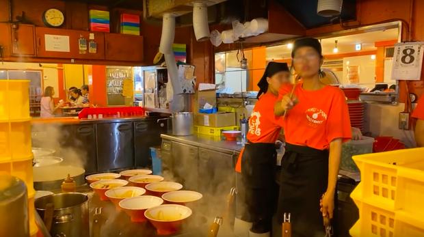 """Biến cũ chưa qua biến mới đã tới: Tố bị nhân viên người Việt """"chửi"""" khi chụp ảnh trong quán mì Nhật, Khoa Pug tiếp tục gây sóng gió MXH - Ảnh 8."""