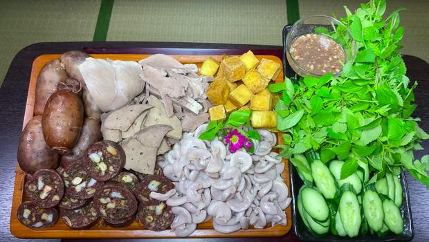 """Dân tình """"chóng cả mặt"""" vì clip làm lòng dồi giữa nước Nhật của Quỳnh Trần JP: Kỹ năng nấu nướng quá đỉnh, còn có… mắm tôm chuẩn vị Việt - Ảnh 17."""