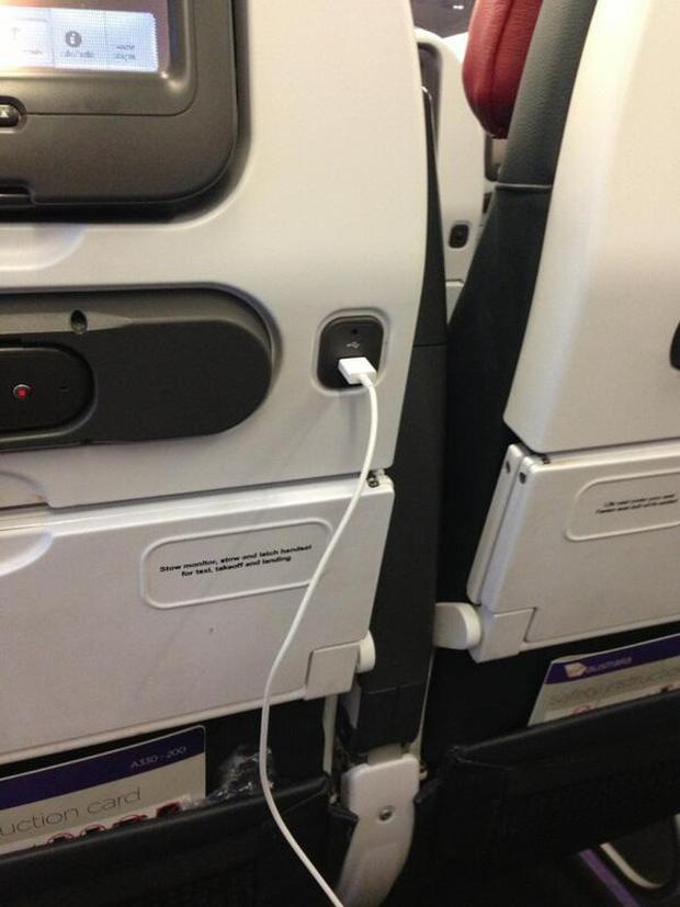 Trong tương lai, hành khách có thể bị tính thêm phí nếu muốn sạc pin điện thoại trên máy bay - Ảnh 1.