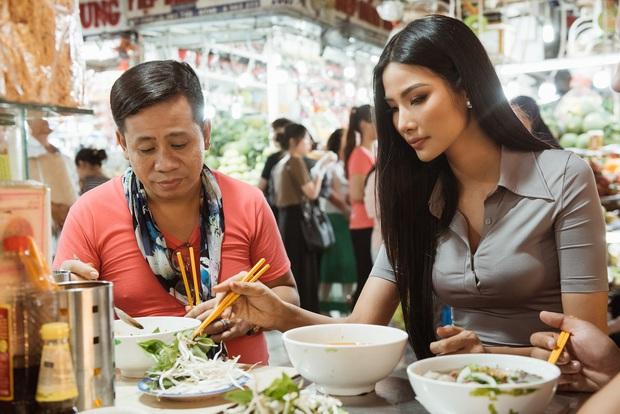 Hoàng Thùy diện áo dài, tự tin giao tiếp bằng tiếng Anh với thầy giáo người Philippines - Ảnh 8.