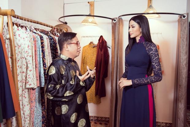 Hoàng Thùy diện áo dài, tự tin giao tiếp bằng tiếng Anh với thầy giáo người Philippines - Ảnh 4.