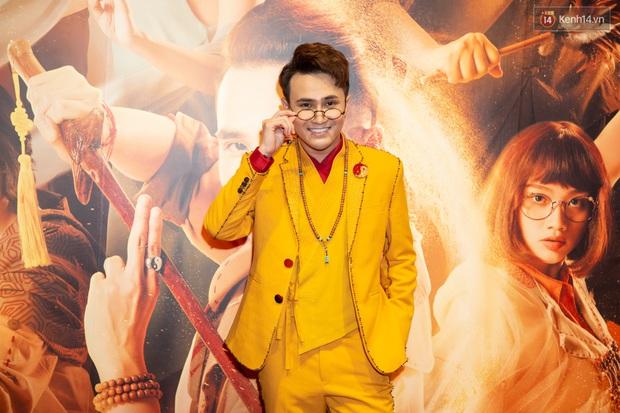 Pháp Sư Mù Huỳnh Lập thật là vàng tươi khi ra mắt phim nhưng spotlight thuộc về yêu nhền nhện Hoàng Yến Chibi? - Ảnh 2.