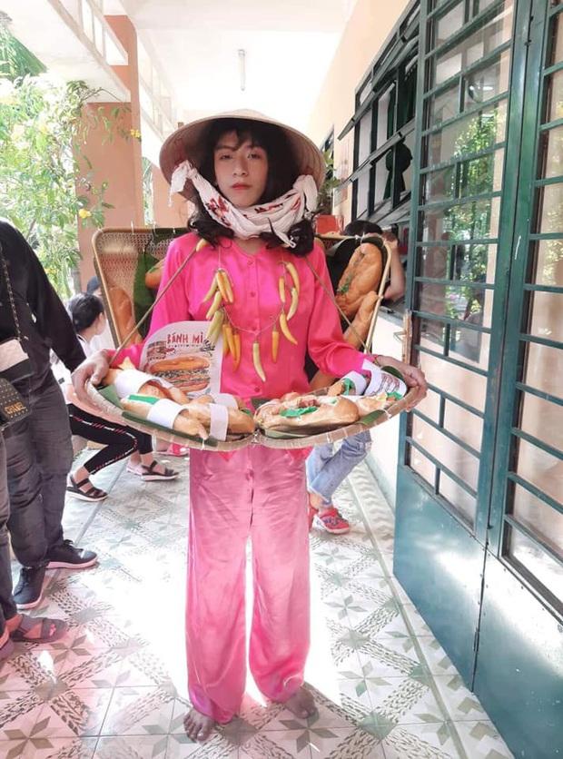 Cosplay chiếc đầm bánh mỳ nổi tiếng của HHen Niê, nam sinh gây bão vì thần thái không kém gì Hoa hậu - Ảnh 1.