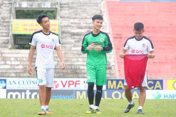 Dương Tùng Lâm: Chàng thủ môn điển trai với ước mơ được cùng U22 Việt Nam tham dự SEA Games 30 - Ảnh 3.