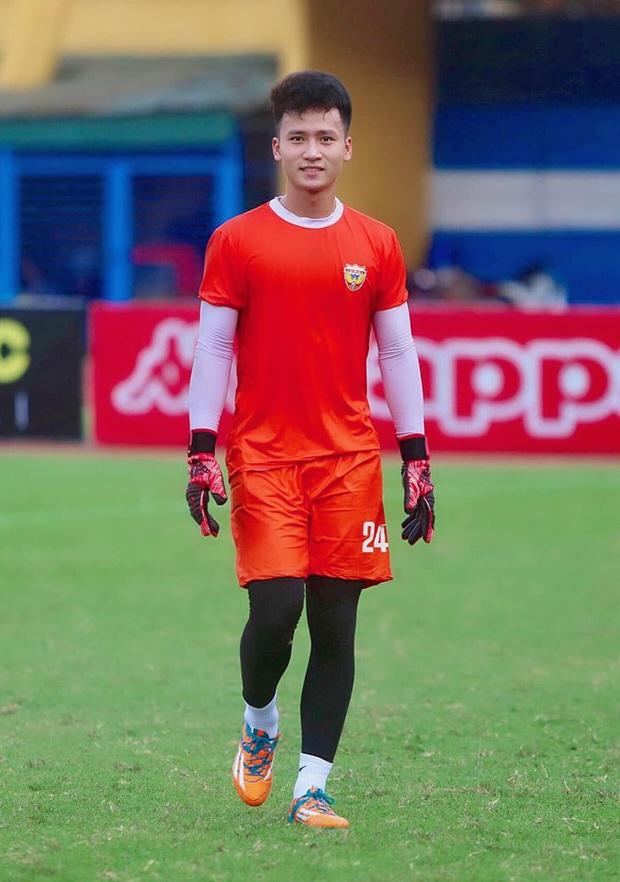Dương Tùng Lâm: Chàng thủ môn điển trai với ước mơ được cùng U22 Việt Nam tham dự SEA Games 30 - Ảnh 8.