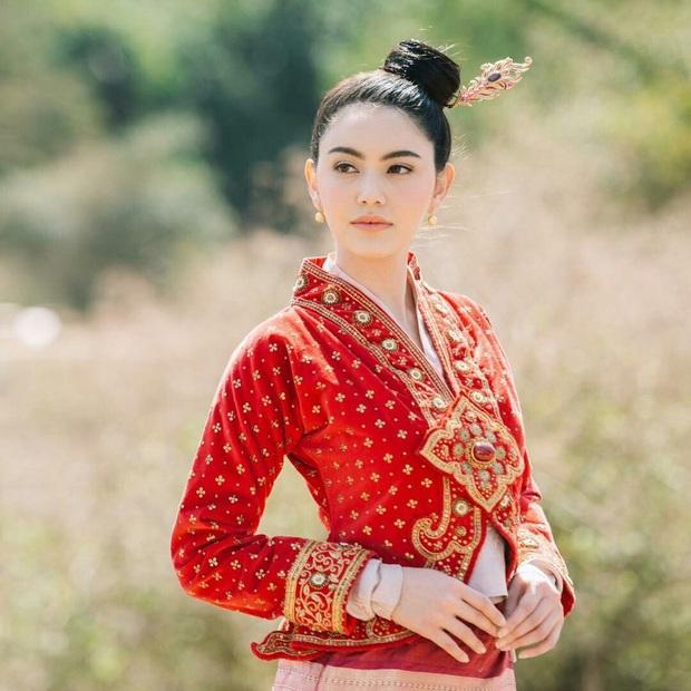 5 mĩ nhân cổ trang đẹp nhất xứ Thái: Bạn gái Sơn Tùng xinh đấy nhưng chưa thần thái bằng nàng thơ Yaya - Ảnh 2.